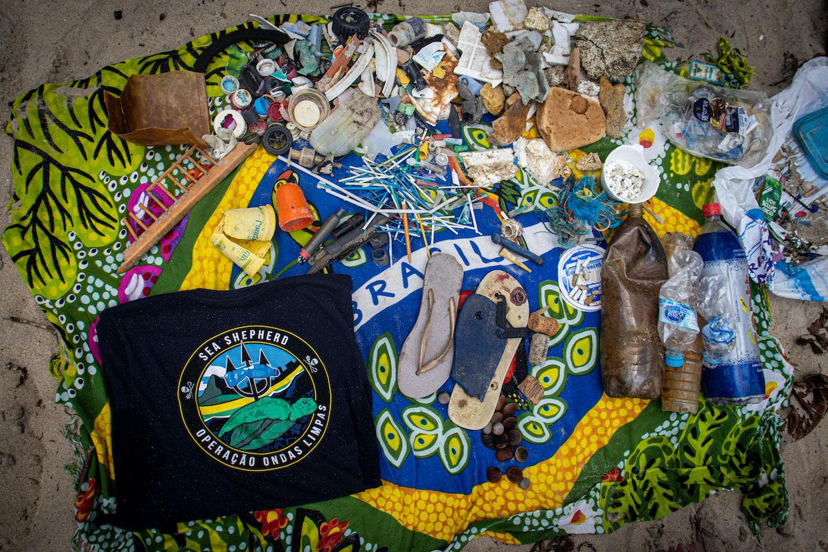 Lixo coletado em limpeza na Praia Brava